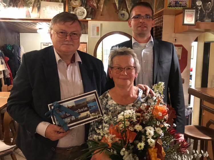 Manfred Porsch wird als UBV-Vorsitzender verabschiedet.